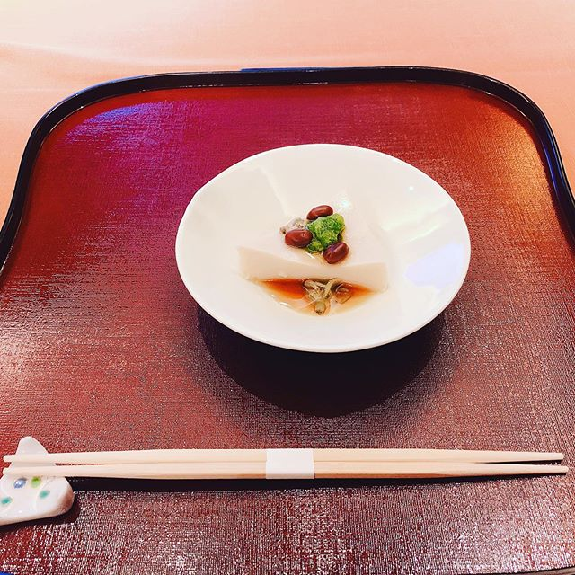 友達とこの前日本料理店に行かせてもらいました。友達から誘ってもらいましたが自…