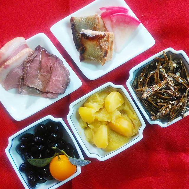 滋賀県大津市の「近江懐石 清元」さんのお取り寄せおせち料理に含まれるお品を一…