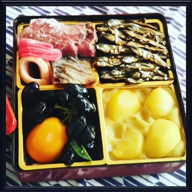 滋賀県大津市にある近江懐石清元の2019年『おせち(お試し用)』を食べてみました🎵…