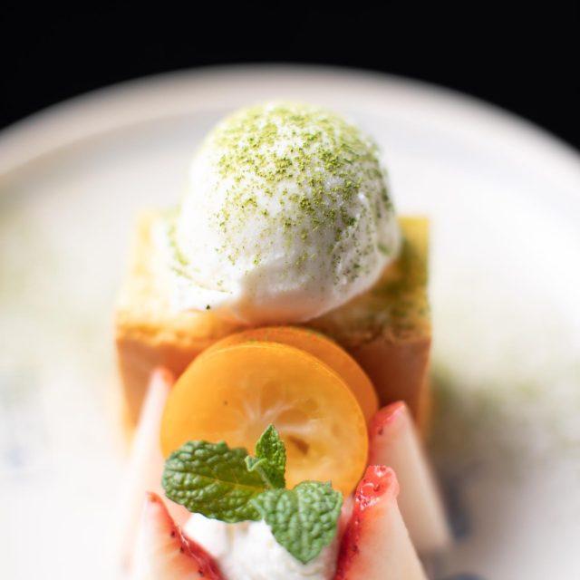 本日のデザートさつま芋カステラ、酒粕アイスクリーム、苺、完熟金柑
