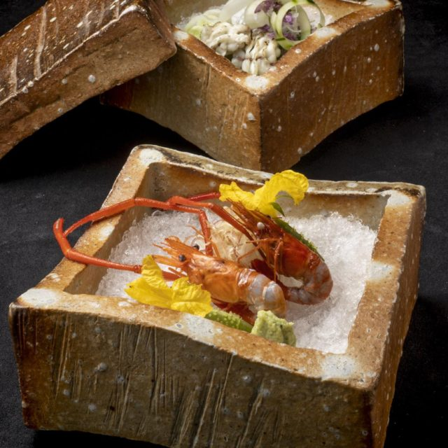 信楽焼 伝統的な焼物 陶箱重造りを盛り付けてみました式氷にして、手長海老油…