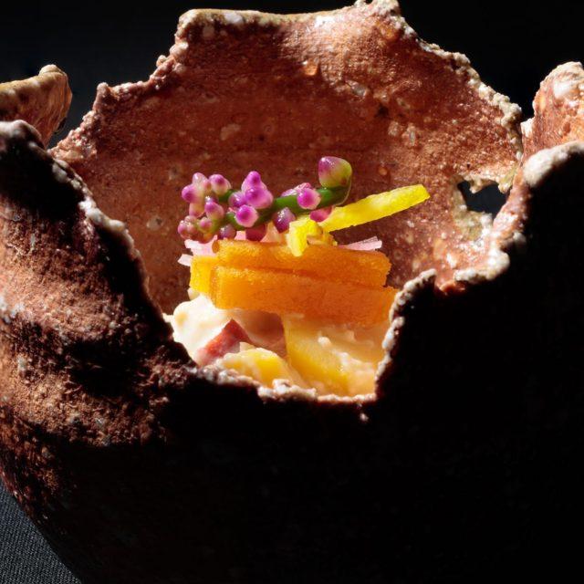 先附 栗と銀杏と八幡蒟蒻白和え天盛 唐墨 松葉柚子 鶴紫の花器 古谷和也作…